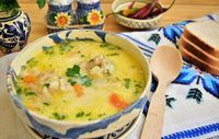 Chicken and Yellow Rice Chicken And Yellow Rice, Cheeseburger Chowder, Food And Drink, Cooking Recipes, Drinks, Soups, Greece, Drinking, Beverages