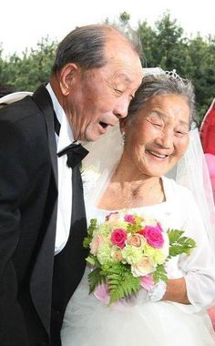 Low-income elderly couples, who were too poor throughout their lives to afford a wedding ceremony, were given free wedding ceremonies on the in Seoul. Couples had to be at least 65 and married for at least 20 Vieux Couples, Old Couples, Couples In Love, Couple Photography, White Photography, Growing Old Together, Everlasting Love, Young At Heart, Old Love