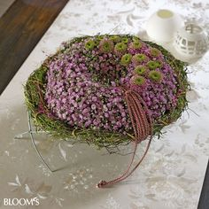 Pink baby's breath wreath with mums http://www.blooms.de/view.html?UID=10CE4762A5784F426205584CA2C4EA32BD8384A05D9561020342