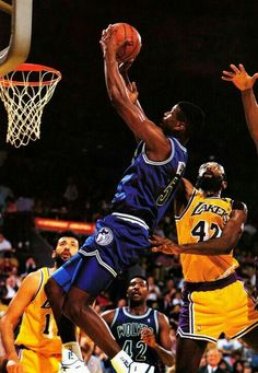 Doug West takes it strong to the basket against the Lakers in L.A.