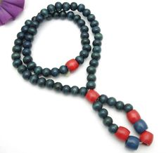 BLUE-and-RED-WOOD-BEAD-NECKLACE-Vintage-Wooden-Elastic-Costume-Jewelry