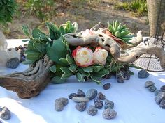 Roses, succulents , greenery , wood ... And the outcome , a beautiful table centerpiece :)