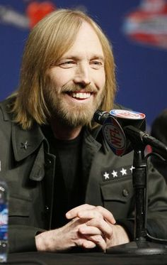 Ranked: Remember Tom Petty with his 10 best songs Music Like, My Music, Music Stuff, Breathe In The Air, El Rock And Roll, Travelling Wilburys, Vocal Exercises, Country Bands, Travel Music