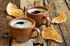 Great ways to make authentic Italian coffee and understand the Italian culture of espresso cappuccino and more! Good Morning Coffee, Coffee Break, Momento Cafe, Café Chocolate, Chocolate Caliente, Autumn Coffee, Italian Coffee, Love Is In The Air, Coffee Photography