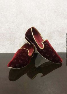 c9d6f7597704  p Decent printed velvet mojari is designed with a standard shoe shape  enhanced with