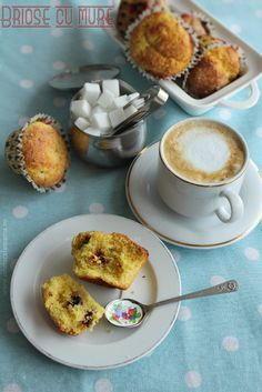 Riccotta and blackberry cupcakes. Blackberry Cupcakes, French Toast, Muffins, Breakfast, Food, Morning Coffee, Meal, Essen, Muffin
