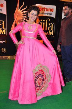 nice Nikki Galrani at IIFA Utsavam awards 2016