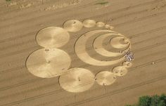 SUIZA-Los círculos en los cultivos, círculos en las cosechas, círculos en el pasto o agroglifos son dibujos que aparecen en campos de cultivo (de trigo, maíz, etc.).