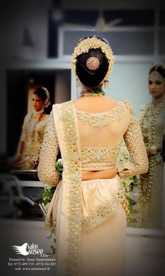 What a beautiful large low bun with real flower gajra & juda pin! Bridal Lehenga, Saree Wedding, Indian Dresses, Indian Outfits, Saree Blouse Neck Designs, Blouse Patterns, Saree Styles, Beautiful Saree, Indian Designer Wear