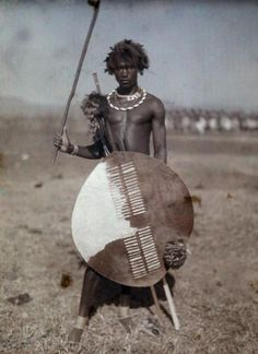 Autochrome of an armed Swazi warrior, Cape Town, South Africa, 1930 African Tribes, African Diaspora, African Men, African History, African Beauty, African Americans, Zulu Warrior, Tribal Warrior, Warrior Pose