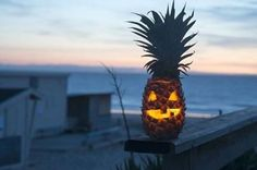 Pineapples might not be the first thing that comes to mind when thinking about decorating ideas for Halloween, but it turns out the fruit works pretty well as a tropical alternative to the traditional pumpkin jack-o'-lantern. Cute Halloween Decorations, Halloween Snacks, Homemade Halloween, Holidays Halloween, Halloween Pumpkins, Halloween Party, Holiday Decorations, Halloween Goodies, Halloween Season