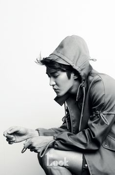 Great B/W photo of Choi Siwon.