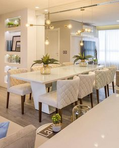 Get inspired by these modern dining room design ideas! Dining Room Table Decor, Dining Table Design, Dining Room Lighting, Dining Tables, Luxury Dining Room, Elegant Dining Room, Room Interior, Home Interior Design, Esstisch Design