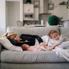 Image in Baby&Family collection by ƒαтσσмα🐼 on We Heart It Cute Family, Baby Family, Family Goals, Siblings Goals, Cute Kids, Cute Babies, Baby Kind, Baby Fever, Future Baby