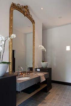 Vintagehome — (via Pin by Judith Peacock on Antique Meets Modern. Modern Room, Modern Bathroom, Classic Bathroom, Mirror Bathroom, Wall Mirror, Bathroom Inspiration, Interior Design Inspiration, Interior Exterior, Beautiful Bathrooms