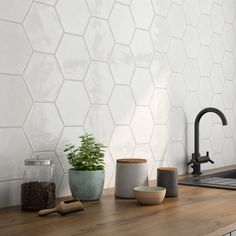 tiles Backsplash with Mayan hexagonal - Hexagon Tile Backsplash, White Kitchen Backsplash, Hexagon Tiles, White Hexagonal Tile, Backsplash Ideas, Scandinavian Kitchen Backsplash, Mosaic Tiles, Modern Kitchen Backsplash, Kitchen Wall Tiles