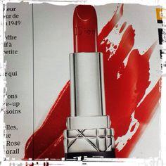 Rouge à lèvres Dior vu dans Madame Figaro. #rougealevres #lipstick #cosmetique #cosmetic #dior #mode #shopping #fashion #presse #magazine #madamefigaro #selectionnist