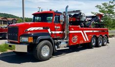 Ray's Towing, Milwaukee WI - Mack CL w/ Century 1075 rotator Mack Trucks, Big Rig Trucks, Tow Truck, Truck Mechanic, All European Countries, Towing And Recovery, Heavy Machinery, Heavy Truck, Emergency Vehicles