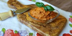 výborná chuťovka počas letných grilovačiek aj ako raňajky na zimné rána Hummus, Dips, Sandwiches, Ethnic Recipes, Kitchen, Food, Spreads, Salad, Sauces