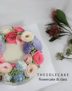 <thesole's wreath>  Wreathstyle of Lisianthus, Hydrangea and Chrysanthemum :) 2호사이즈 리스스타일입니다.^^ - Made by inyeong  #cake#cakedesign#flowercake#buttercream#buttercreamcake#butterflowercake#koreanflowercake#koreanbuttercreamcake#instacake#baking#thesolecake#class#privatelesson#더쏠케이크#케이크#클래스#플라워케이크#버터크림플라워케이크#버터크림꽃#리스#베이킹#특별한선물