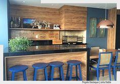 Sexta feira pede uma reunião com amigos em uma varanda agradável como essa. Amamos a combinação da Madeira com o azul. Lindo projeto por Julia Dable. Arquiteturade #arquiteturadecoracao #advaranda #varandagourmet ------------------------bbwinstagramersinstalikesfollowme love instagood @taylorswift @cristiano @neymarjr @kendalljenner@leomessi cute @nickiminaj @officialalikiba@mileycyrus me tbt beautiful  @katyperry @harrystyles@natgeo @kevinhart4real  @therock @jordanspieth@cameron1newton…