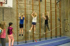 Wandrek touwklimmen Kids Gym, Kids Sports, Jungle Gym, Baby Gym, Motor Activities, Plein Air, Primary School, Physical Education, Physics