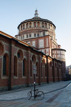 Santa Maria delle Grazie church in Milan, Italy. The design of the apse of the church has been attributed to Donato Bramante Renaissance Architecture, Sacred Architecture, Sierra Nevada, Portsmouth, Brighton, Places To Travel, Places To Visit, Milan Travel, Regions Of Europe