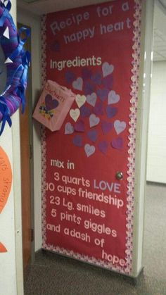 grade bulletin board for valentines day :) day decorations for office bulletin boards School Decorations, Valentines Day Decorations, Valentine Day Crafts, February Bulletin Boards, Valentines Day Bulletin Board, Valentines Day Decor Classroom, Classroom Crafts, Preschool Door, Preschool Crafts