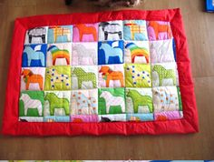Dala horse history in Swedish Horse Quilt, Horse Fabric, Horse Rugs, Small Quilts, Mini Quilts, Pattern Blocks, Quilt Patterns, German Star, Scandinavian Folk Art