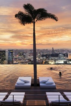 Marina Bay Sands Singapore - I wouldnt mind being there right now.. lol
