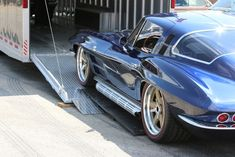 The dreamers at Illinois-based Roadster Shop took a 1964 Corvette coupe that was just slightly tired, and gave it a brand new chassis and engine from. 68 Mustang Fastback, 1965 Mustang, 1965 Corvette, Chevrolet Corvette, Classic Corvette, Chevy Muscle Cars, Pretty Cars, Car In The World, Buick