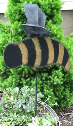 Primitive Bumble Bee Garden Stake
