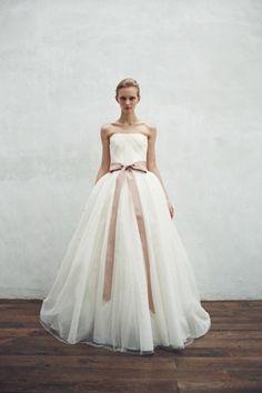 Such a beautiful wedding dress. Wedding Attire, Wedding Bride, Wedding Dresses, W Dresses, Evening Dresses, Wedding Beauty, Dream Wedding, Ball Gowns Fantasy, Wedding Looks
