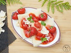 Naleśniki kokosowe z frużeliną truskawkową Fruit Salad, Strawberry, Food, Kitchen, Fruit Salads, Cooking, Essen, Kitchens, Strawberry Fruit