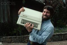 Steve Wozniak designer of the Apple I and II series shows off an Apple IIe. And a great belt buckle. Roger Ressmeyer/CORBIS Steve Wozniak designer of the Apple I and II series shows off an Apple IIe. And a great belt buckle. Apple Iie, Steve Wozniak, Richard Feynman, Computer Workstation, Mac Pc, Old Computers, Steve Jobs, Cool Gadgets, Creative