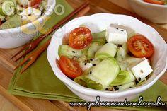 Sugestão de almoço super leve para o #almoço? É esta #Salada de Abobrinha Crua, é deliciosa, muito prática, fácil e super saudável!  #Receita aqui: http://www.gulosoesaudavel.com.br/2013/11/27/salada-abobrinha-crua/