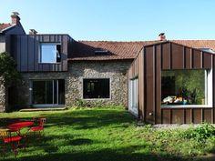 Modernité assurée pour cette maison ancienne!  #Zinc #PIGMENTO #VMZINC #France #Facade #Architecture
