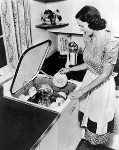 Modern Grey Kitchen, Grey Kitchen Designs, Modern Kitchen Cabinets, Modern Kitchen Design, Kitchen Remodel Cost, Kitchen On A Budget, 1940s Kitchen, Vintage Kitchen, 1940s Home
