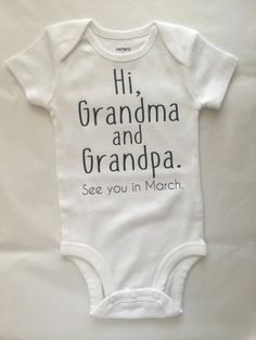 Pregnancy Announcement Idea Pregnancy Reveal baby by AboutASprout - Schwanger verkünden - Pregnant Bebe Video, Unique Pregnancy Announcement, Baby Onesie Announcement, Baby Announcement To Parents, Cute Baby Announcements, Vogue Kids, Grandma And Grandpa, Everything Baby, First Time Moms