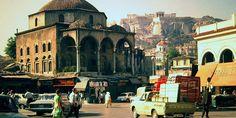 Ατενίζουμε την πιο «εμπορική» πλατεία της Αθήνας μέσα από την χρονομηχανή του φωτογραφικού φακού και θυμόμαστε όλες τις μορφές που πήρε μέσα στους αιώνες.