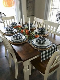 25 Amazing Fall Home Decor Ideas With Farmhouse Style. If you are looking for Fall Home Decor Ideas With Farmhouse Style, You come to the right place. Below are the Fall Home Decor Ideas With Farmhou. Dining Room Design, Dining Room Table, Kitchen Dining, Dining Decor, Kitchen Worktop, Dining Plates, Dining Room Sets, Fall Home Decor, Autumn Home
