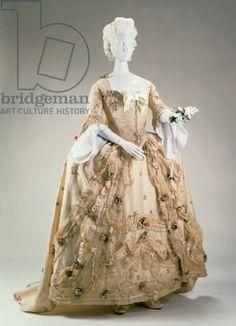 Formal dress and petticoat, 1770-80 (silk), English School, (18th century) / Cincinnati Art Museum, Ohio, USA / Museum purchase: Bequest of R. K. LeBlond, by exchange / The Bridgeman Art Library