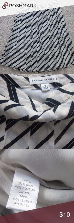 Banana Republic Silk Skirt Size 0 pet and smoke free house. Banana Republic Skirts Midi
