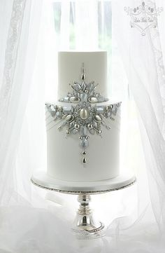 Wedding Cakes Leslea Matsis Cakes specializes in vintage style weddings cakes for the Invercargill region in South New Zealand. Elegant Wedding Cakes, Elegant Cakes, Wedding Cake Designs, 1920s Wedding Cake, Gatsby Wedding, Bling Cakes, Fancy Cakes, Unique Cakes, Creative Cakes