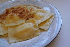 grandma Keckmety made these with lecvar filling.i remember helping her fry the breadcrumbs with butter and sugar for the topping. zsuzsa is in the kitchen: HUNGARIAN FILLED PASTA – DERELYE Hungarian Cuisine, Hungarian Recipes, Hungarian Food, Hungarian Cookies, European Cuisine, Croatian Recipes, German Recipes, Dry Cottage Cheese, Slovakian Food