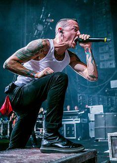 Chester Bennington Tattoo, Charles Bennington, Rock Y Metal, Nu Metal, Heavy Metal, Linkin Park Wallpaper, Linking Park, Rock Poster, Album Covers