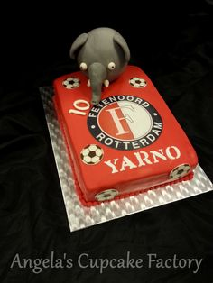 Feyenoord taart met Ollie voor de jarige Yarno Feyenoord cake with Ollie on top of it for Yarno's birthday