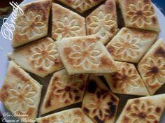 Bradj ou Losanges Algeriens de Semoule Fourrés aux Dattes البراج - Couscous et Puddings