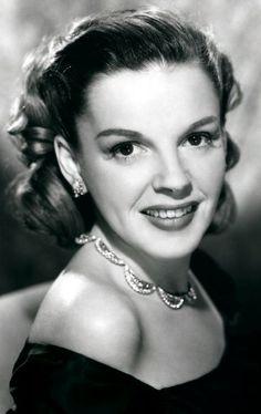 Great & beautiful photo of Judy Garland