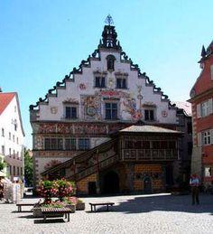 Lindau, située sur le Lac de Constance, est une ville bavaroise et également le point de départ de la Route allemande des Alpes, proche de Bregenz en Autriche.